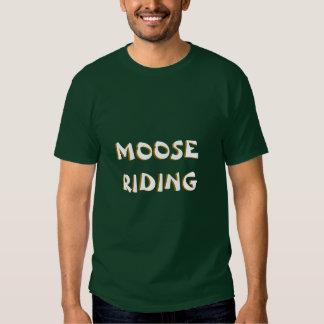 Montar a caballo de los alces camisetas