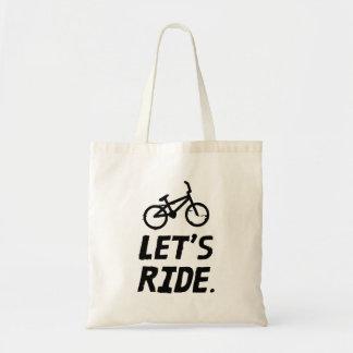 Montemos el humor del ciclista de la ciudad y de bolso de tela