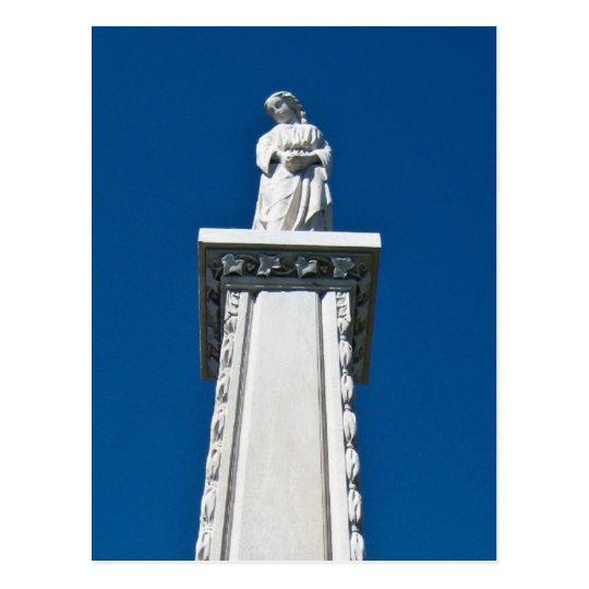 Monumento del arsenal en el cementerio del postal