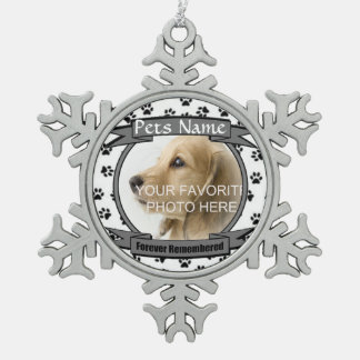 Monumento para siempre recordado del perro o del adorno de peltre en forma de copo de nieve