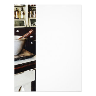 Mortero y maja en boticario folleto 21,6 x 28 cm
