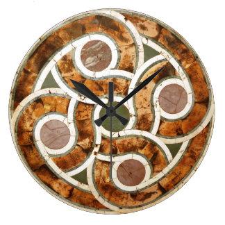 Mosaico céltico en el reloj de acrílico