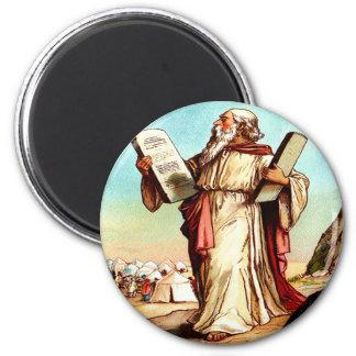 Moses con las tablas del imán de la ley