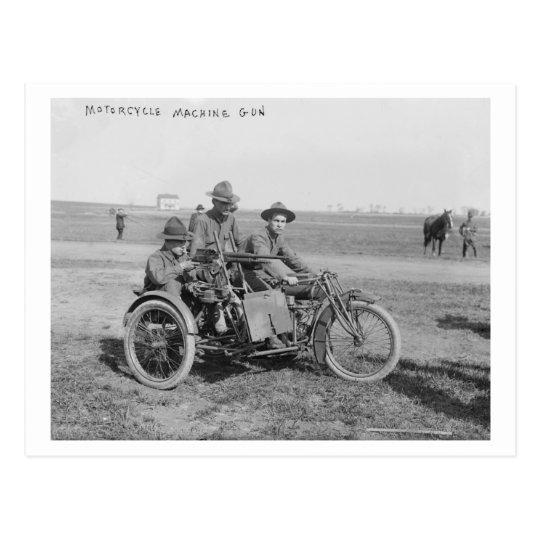 Motocicleta militar con el coche lateral y la postal