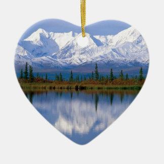Mountians de Alaska Adorno Navideño De Cerámica En Forma De Corazón