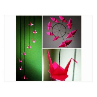 Móvil de la grúa de Origami de las rosas fuertes Postal