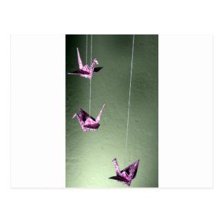 Móvil espiral de Origami del damasco rosado Postal