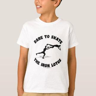 Movimiento loco del patín camiseta