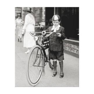 Muchacho con una bicicleta, 1922 lona envuelta para galerias