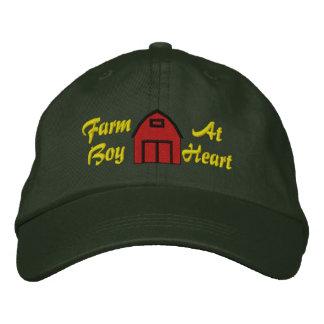 Muchacho de granja en el gorra bordado corazón gorra de beisbol bordada