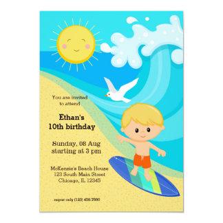 Muchacho de la persona que practica surf invitación 12,7 x 17,8 cm