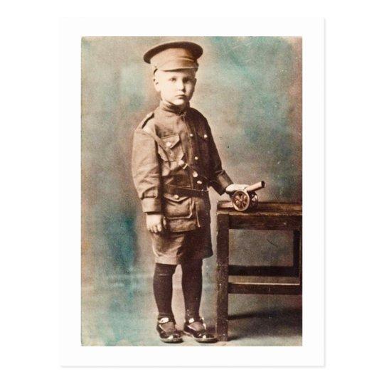 Muchacho de la Primera Guerra Mundial y mano del Postal