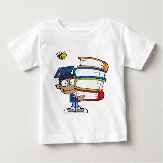 Muchacho del afroamericano de la graduación camiseta