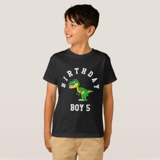 Muchacho del cumpleaños 5 años de camisa del
