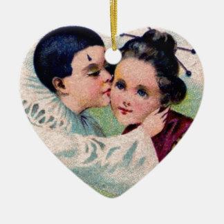 Muchacho del payaso de Pierrot que besa al chica Adorno De Cerámica En Forma De Corazón
