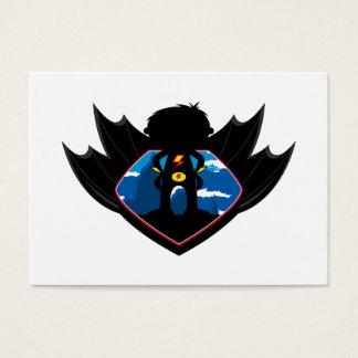 Muchacho del super héroe en escudo con alas tarjeta de negocios