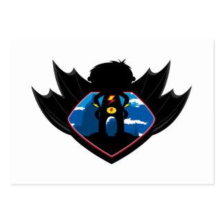 Muchacho del super héroe en escudo con alas tarjetas de visita grandes