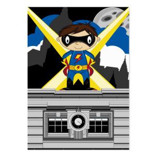 Muchacho del super héroe en tejado tarjeta de visita