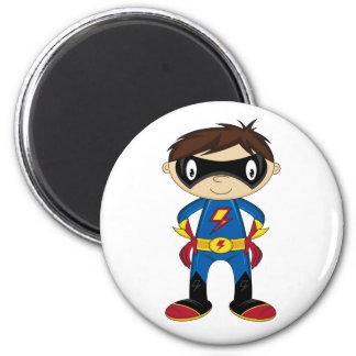 Muchacho lindo del super héroe imán redondo 5 cm