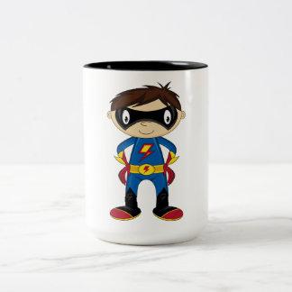 Muchacho lindo del super héroe taza de dos tonos