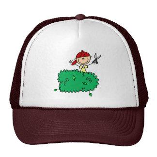 Muchacho que hace el gorra del Yardwork