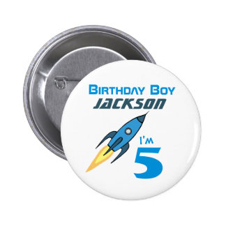 Muchacho retro azul del cumpleaños de Rocketship Chapa Redonda 5 Cm