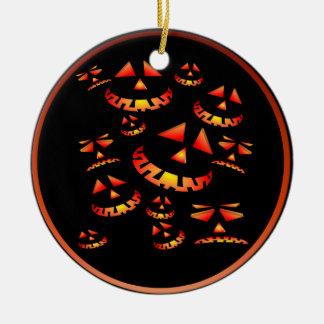 Mueca de los ornamentos de las calabazas adorno navideño redondo de cerámica
