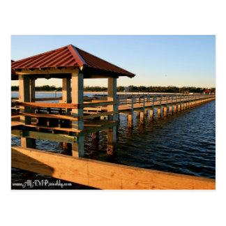 Muelles del puerto deportivo postal