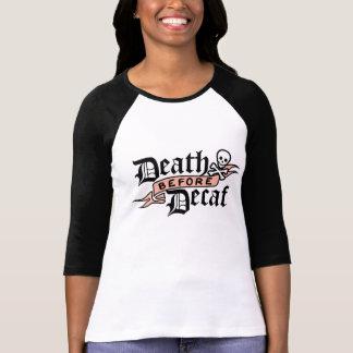 Muerte antes de la tipografía del cráneo del Decaf Camiseta
