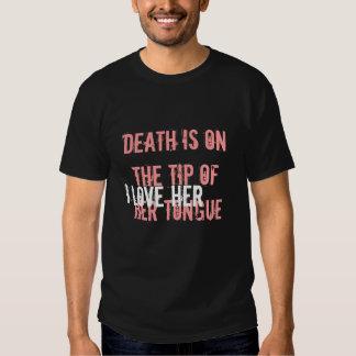 """muerte y amor. el """"realigion"""" encendido apoya en camisetas"""