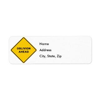 Muestra de la carretera del olvido a continuación etiqueta de remitente