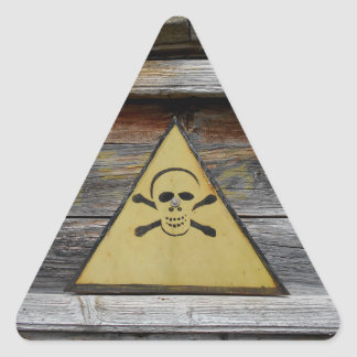 Muestra del peligro del vintage en la madera pegatina triangular