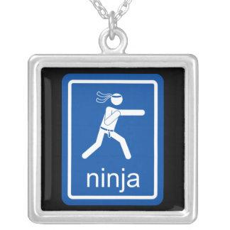 muestra del universal del ninja colgante cuadrado