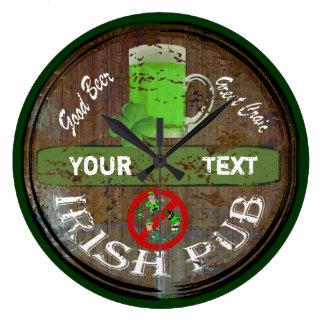 Muestra irlandesa personalizada del pub reloj redondo grande