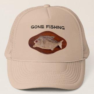 Muestra pesquera ida en el gorra