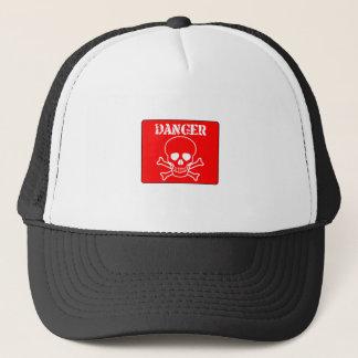 Muestra roja del peligro gorra de camionero