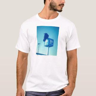 Muestra solitaria del carro de Walmart del cuervo Camiseta