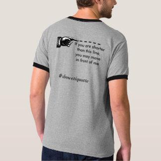 Muestre la etiqueta camiseta