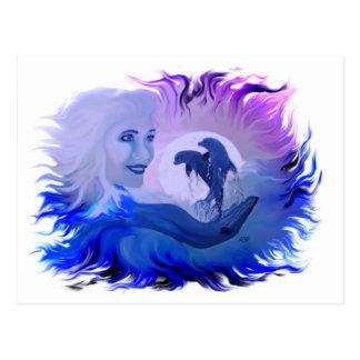 Mujer con delfines en la luz de luna postales