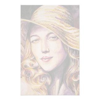 Mujer con el gorra papeleria de diseño