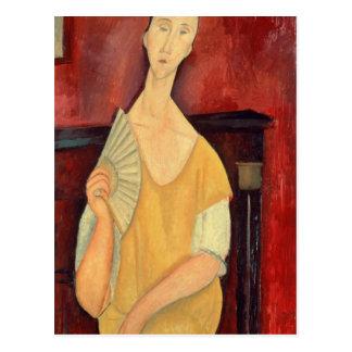 Mujer con una fan 1919 postal