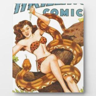 Mujer con una serpiente placa expositora
