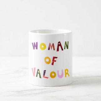 Mujer de la taza del collage del valor