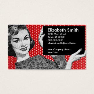mujer de los años 50 con una muestra tarjeta de negocios