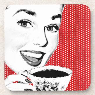 mujer de los años 50 con una taza de té posavasos de bebidas