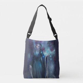 Mujer del arbolado bolso cruzado