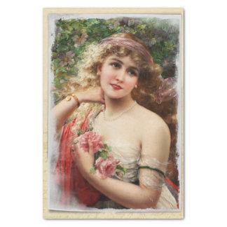 Mujer del Victorian con el papel seda rosado de