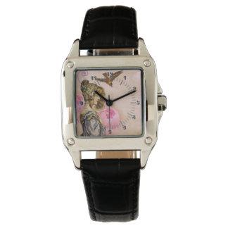 Mujer del vintage subió reloj