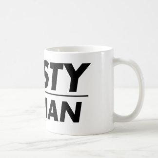 Mujer desagradable taza de café