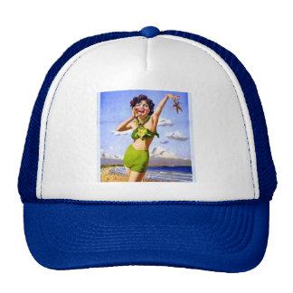 Mujer en gorra del bikini